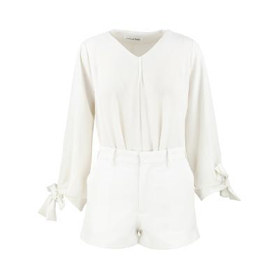 El estilo de Claire - ribbon pointed blouse_short pants ivory